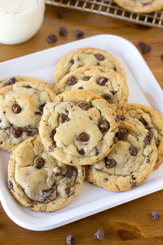 Bakery-Style-Chocolate-Chip-Cookies-1