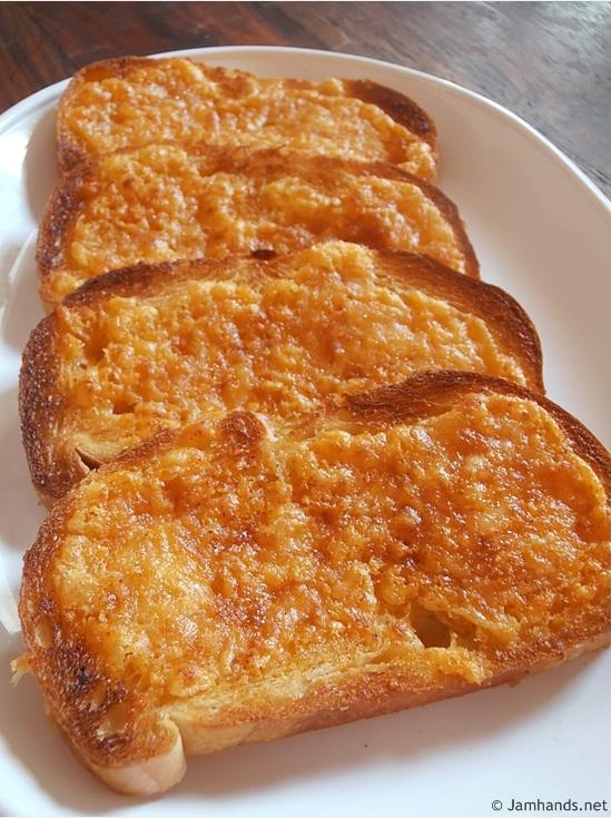 North Woods Inn Garlic Cheese Bread