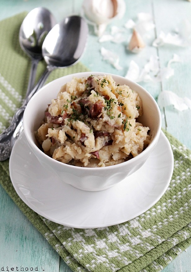 Slow-Cooker-Country-Style-Garlic-Mashed-Potatoes-682x1024