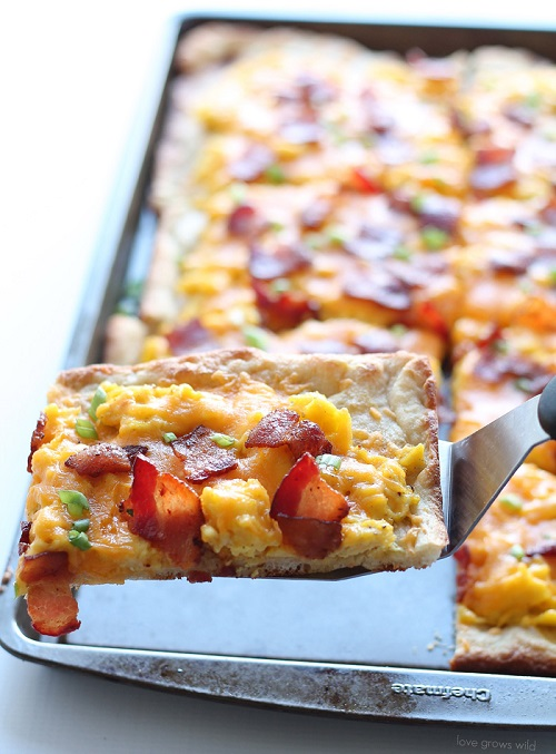 Bacon and Cheddar Breakfast Pizza