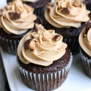 Reeses-Peanut-Butter-Cupcakes.jpg